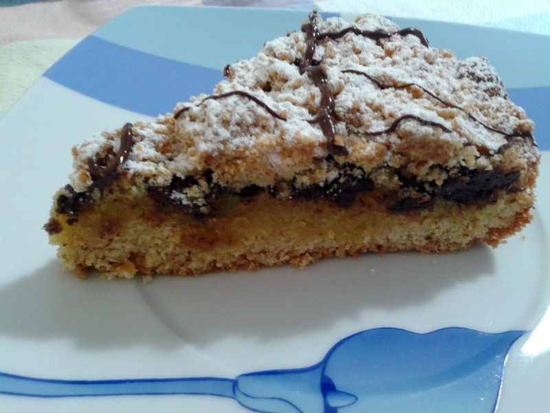 Torta croccante con crema alle mandorle e cioccolato - fetta